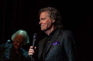 BJ Thomas On Stage